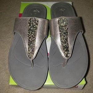 Like new! Baretraps flip flop sandals